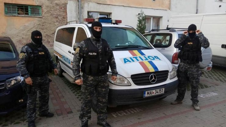 Razie a polițiștilor în cartierul Sătmărel. Sute de persoane, legitimate