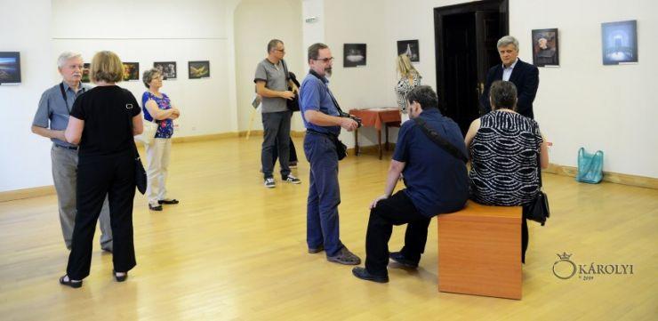 """A fost vernisată expoziția de fotografie a Clubului Foto """"Helios-Art"""" din Nyíregyháza. la Castelul din Carei"""