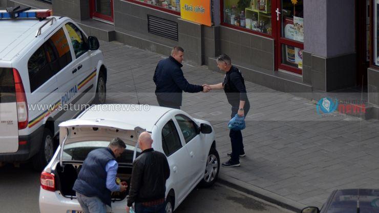 FOTO. Mascații au descins la o  bijuterie din centrul municipiului Satu Mare