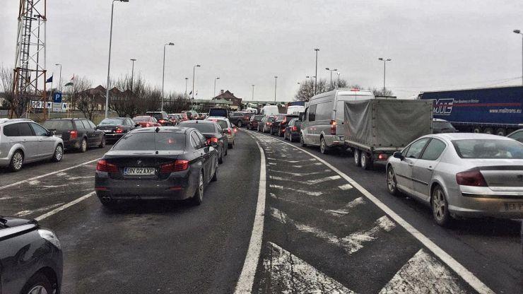 Soluția pentru evitarea cozilor din vămi: permanentizarea a trei puncte de trecere a frontierei cu Ungaria