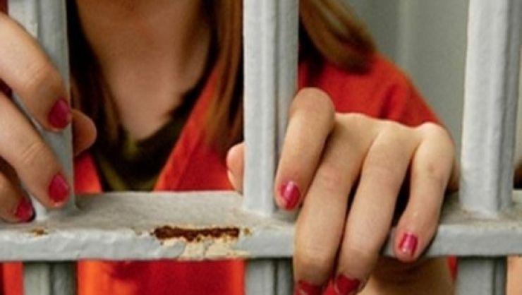 Două femei condamnate pentru tâlhărie și ultraj, prinse de polițiști