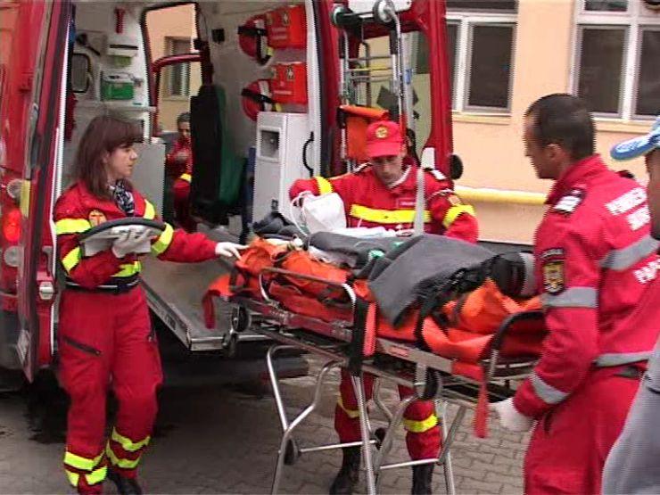Fetiță lovită de un autobuz în intersecția Burdea