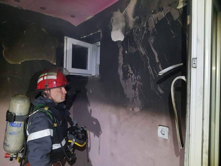 Incendiu la un apartament din cartierul Carpați 1