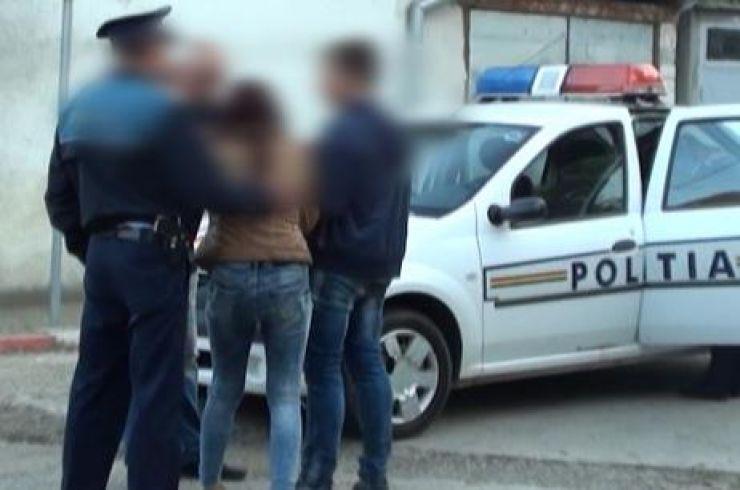 O minoră, care a spart mai multe locuințe din Satu Mare, reținută de polițiști