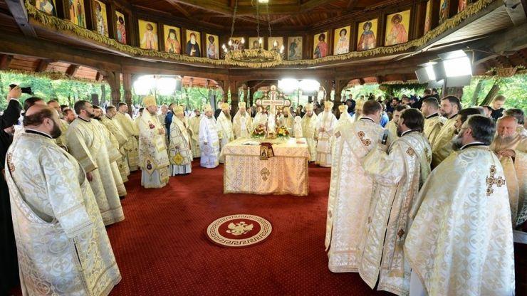 Timotei Sătmăreanul, înscăunat episcop. Peste 18.000 de enoriași au fost prezenți la eveniment
