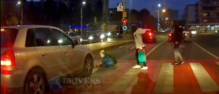 FOTO | Copil lovit de mașină pe o trecere de pietoni