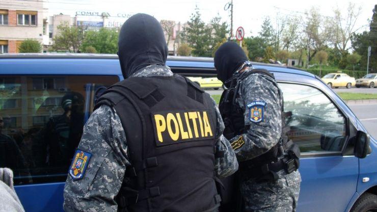 Polițiștii au confiscat 105 pachete cu ţigări şi 7,8 kg tutun, deţinute ilegal