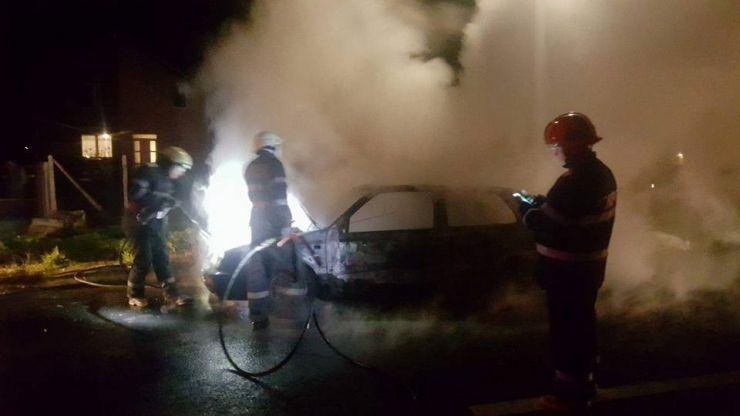 Mașină făcută scrum într-un incendiu la Ardud