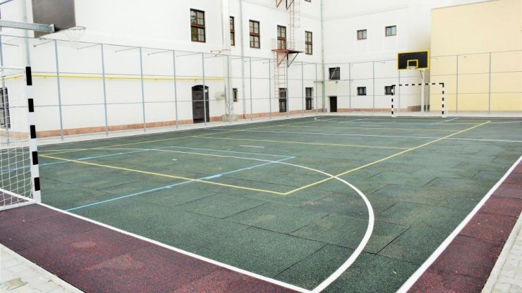 "Teren de sport sintetic, finalizat la Colegiul Național ""Doamna Stanca"" din municipiul Satu Mare"