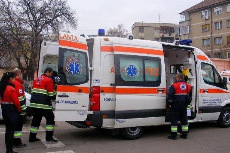 Accident în Lazuri. Două persoane au ajuns la spital
