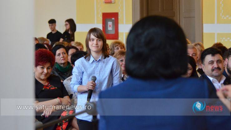 """Ministrul Educaţiei, Ecaterina Andronescu, față în față cu eleva Andreea Varga: """"Ești un copil rebel, dar inteligent"""""""