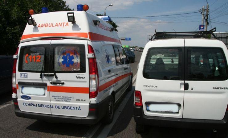 Nu a acordat prioritate unei ambulanţe aflată în misiune. Polițiștii i-au reținut permisul