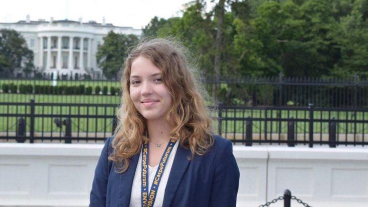 """Ioana Roman, elevă a C.N. """"Mihai Eminescu"""", a participat la Conferința Liderilor Tineretului Mondial"""