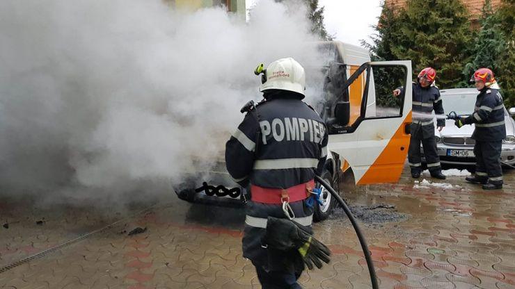 Incendiu la o mașină, în Vama