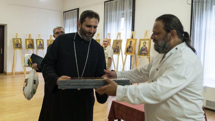 A fost vernisată expoziția itinerantă de icoane a artistului iconar Ștefan Ferenczi la Castelul din Carei