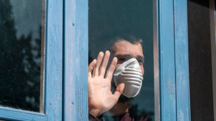 Sute de persoane aflate în carantină și izolare la domiciliu, verificate de polițiști