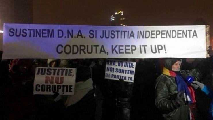 """Azi, sătmărenii ies în stradă: """"Românii onești și lucizi apară independența justiției!"""""""