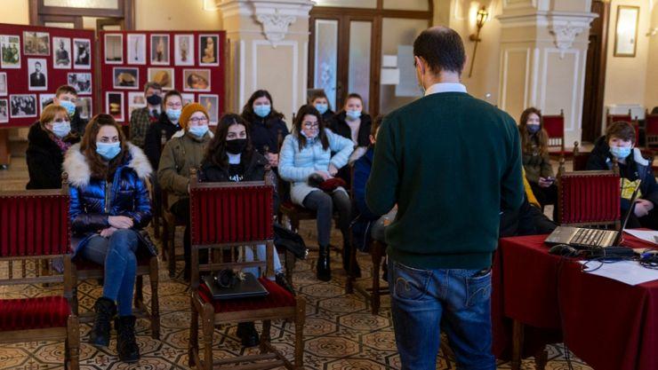 Ziua Națională Constantin Brâncuși | Prezentare multimedia și expoziție de imagini, la castelul din Carei