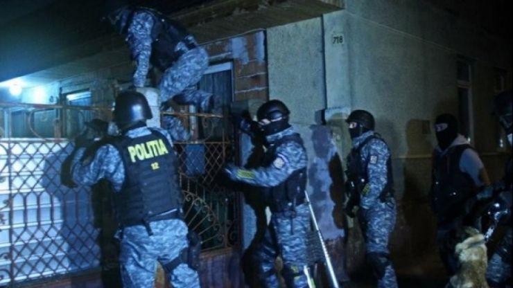 Descinderi în forță ale polițiștilor la suspecţi de contrabandă