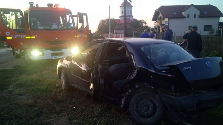 FOTO | Accident grav în Cionchești. Două persoane încarcerate, în urma unui impact frontal între două mașini