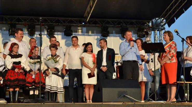 Participare numeroasă la Zilele Orașului Negrești-Oaș. Printre participanți, miniștrii Sorina Pintea și Natalia Intotero