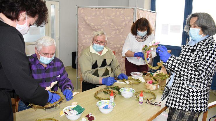 """Vârstnicii au marcat Ziua Pământului alături de membrii și voluntarii Asociației """"Copacul Vieții"""""""