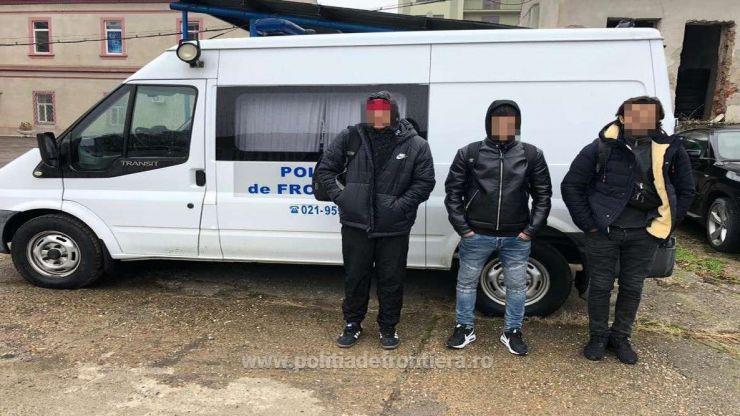 Trei sirieni și un libian, opriți din drumul ilegal spre vestul Europei