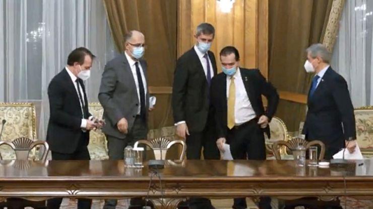 PNL, USR-PLUS și UDMR au semnat Acordul de Guvernare