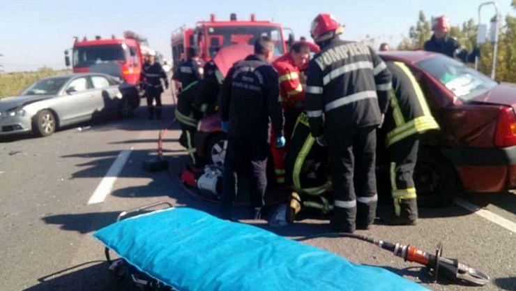 Accident în Păulian. Un șofer a rămas încarcerat