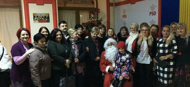 Moș Crăciun a oferit daruri familiilor nevoiașe, la sediul PSD Satu Mare