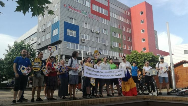 """Protest azi, la Satu Mare: """"Stop joc, penalilor!"""", în Piața 25 Octombrie"""