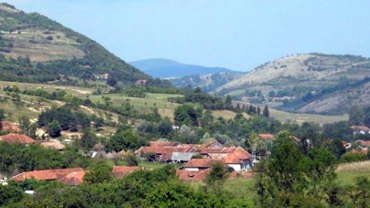 Satul din România unde oamenii trăiesc în medie 100 de ani. Vezi care este secretul longevității lor