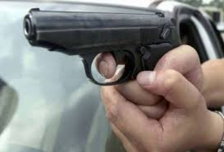 Focuri de armă trase după un bărbat din Ciumești